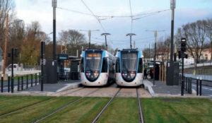 Le tram-train T4 francilien atteint Montfermeil en mode tram