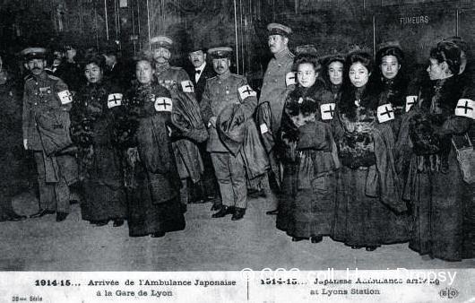 Arrivée de l'ambulance japonaise en gare de Paris-Lyon.