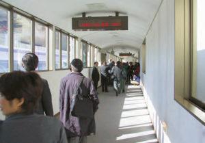 Au Centre d'essais de Yamanashi, le couloir d'accès au Maglev