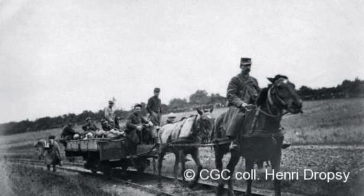 Transport des blessés par traction animale, 1915.