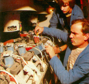 A l'intérieur du compartiment moteur, plus précisément sur l'un des blocs-moteurs, vérification des impulsions du « tyr-ex », le thyristor excitation intervenant en freinage rhéostatique. © François Jolly