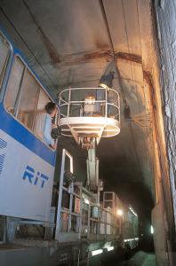 La rame d'inspection des tunnels dans la tranchée couverte de Massy, sur la ligne nouvelle Atlantique. © Photos Michel BARBERON/LVDR