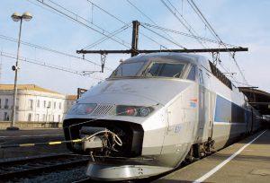En gare de Nîmes, la rame d'essai avec sa sonde anémométrique. © Christophe RECOURA/LVDR
